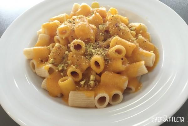 Macarrones con salsa de calabaza y pistachos Emplatado Normal