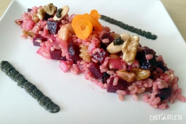 Arroz con remolacha, frutos secos y olivada de aceitunas