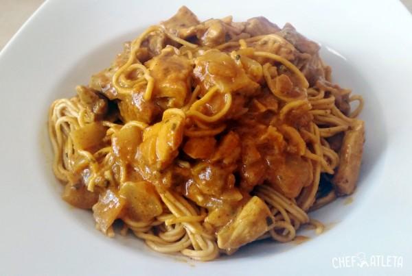Receta de Noodles con pollo y salsa asiática