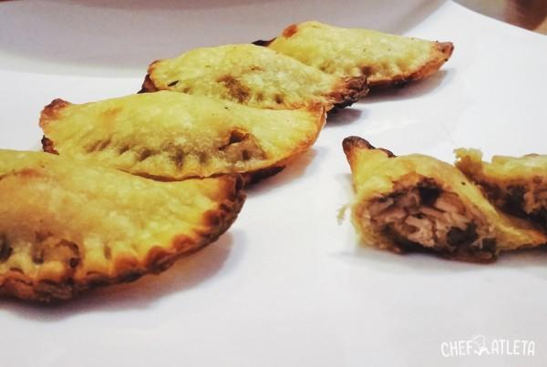 Empanadillas caseras de atún, guacamole y anchoas