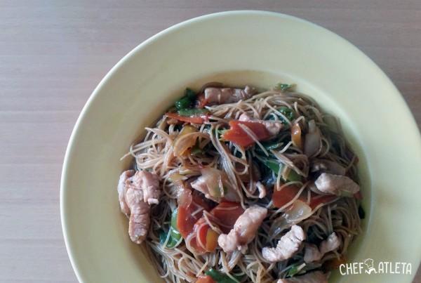 Receta Fideos de arroz con pavo y verduras