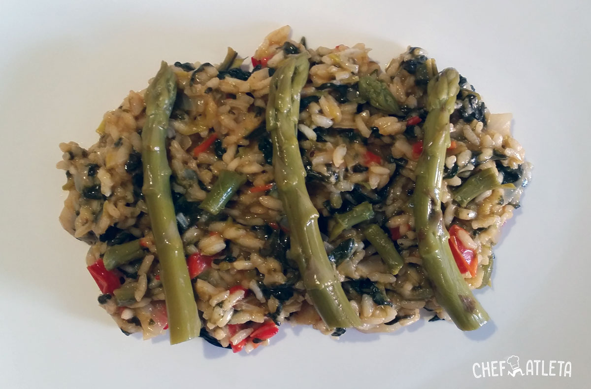 Risotto de espinacas y espárragos verdes