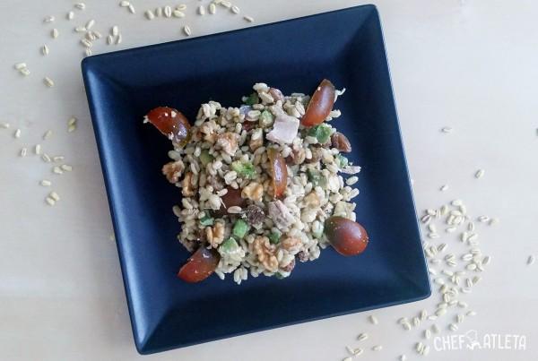 Ensalada de trigo tierno con aguacate y nueces