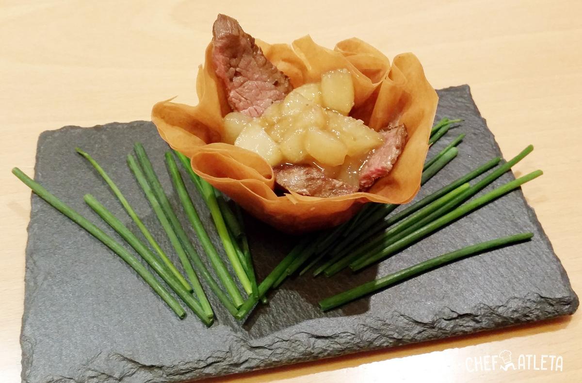 Receta de Canastillas de tiras de cerdo con pera caramelizada