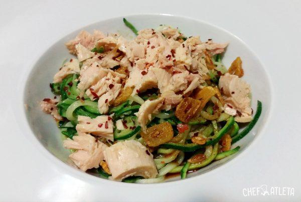 Receta de Espaguetis de calabacín con sofrito de ajos, pimentón y atún