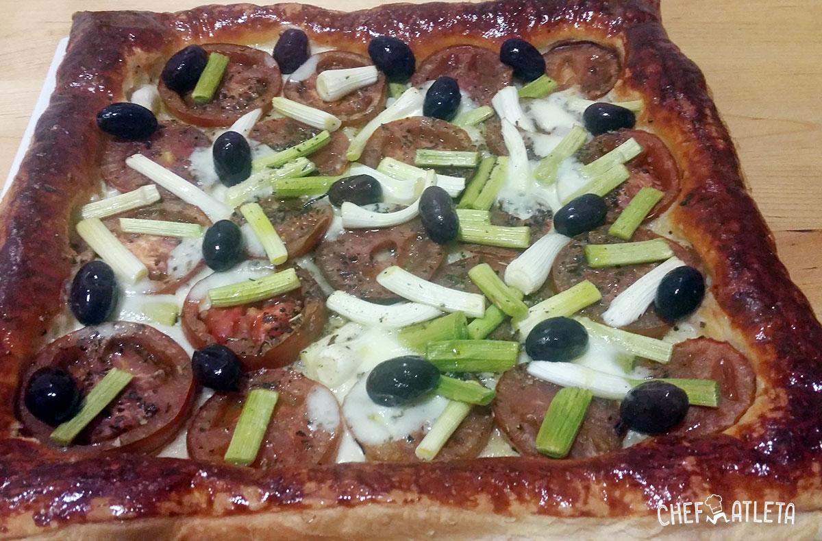 Tarta de tomate y ajetes tiernos con mozarella
