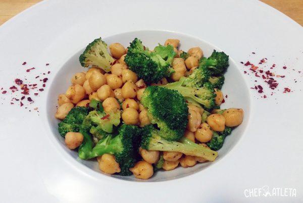 Receta Garbanzos salteados al pimentón con brócoli